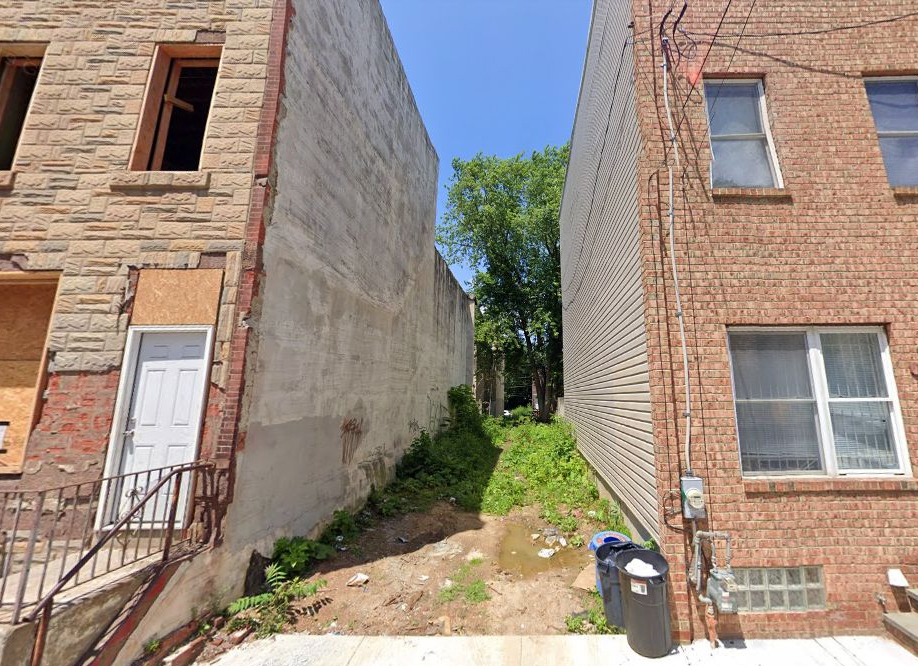 1717 Arlington Street. Looking north. Credit: Google